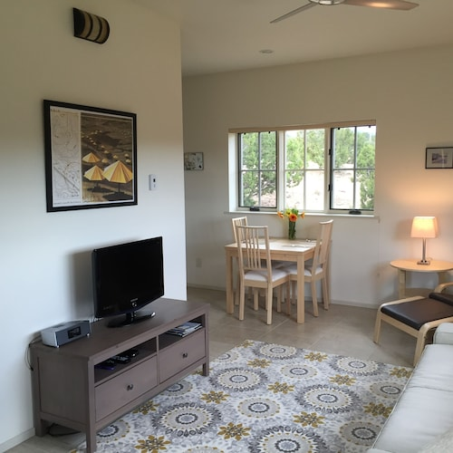 Living Room, Contemporary Guest House--close In, Great Views
