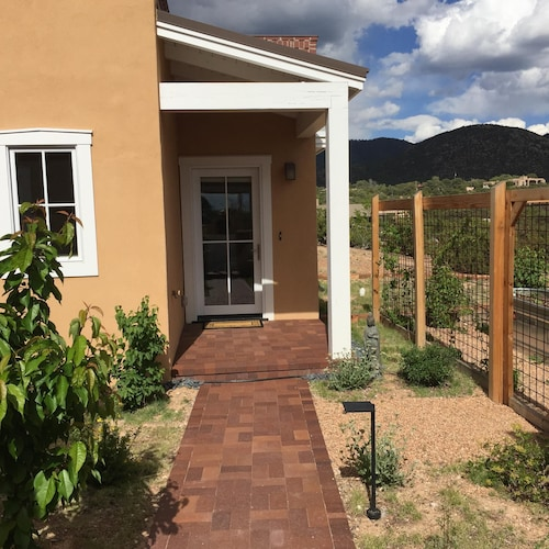Featured Image, Contemporary Guest House--close In, Great Views