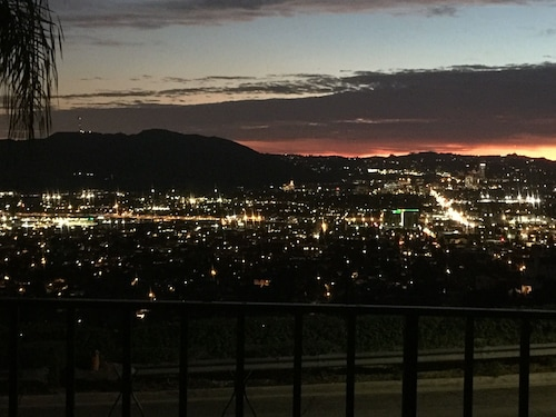 Burbank Hills Amazing Views & Balcony!
