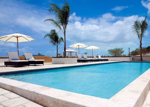 Gorgeous Modern Beach Suite La Vista Azul