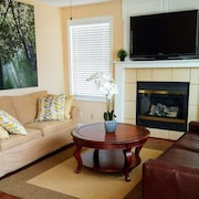 Relaxing and Comfortable Single Family House in Overland Park With Hot Tub!