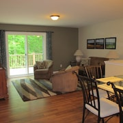 2 Bedroom, Full Kitchen, Dining Room, Living Room, Large Deck, Jacuzzi -sleeps 8