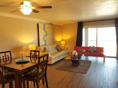 Amazing Suite Near Convention Ctr/strip Sleeps 6