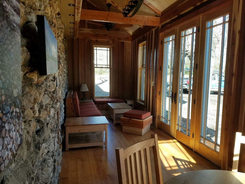 Living Room, Bodenhammer Cabin - Mountain Home Arkansas