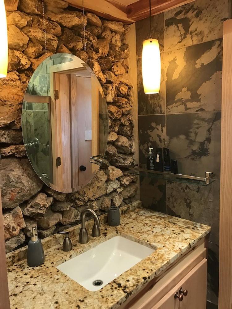 Bathroom, Bodenhammer Cabin - Mountain Home Arkansas