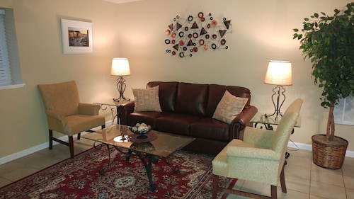 Great Place to stay Clean, Bright one Bedroom Apartment near Silverton