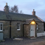 Beautifully Restored Farm Cottage Located on Stunning Deer Farm Near Edinburgh