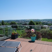 Stunning Luxury Cottage 15mins Walk Citycentre and Amazing Views From sky Deck