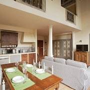 Amazing Newly Renovated Apt,amazing Ceilings,w/all Comforts,up to 6 Guests