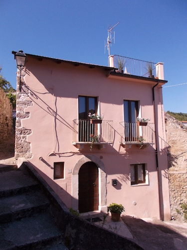 Casa Rosa Detached Cottage in Village With Roof Terrace, Garden, BBQ & Free Wifi