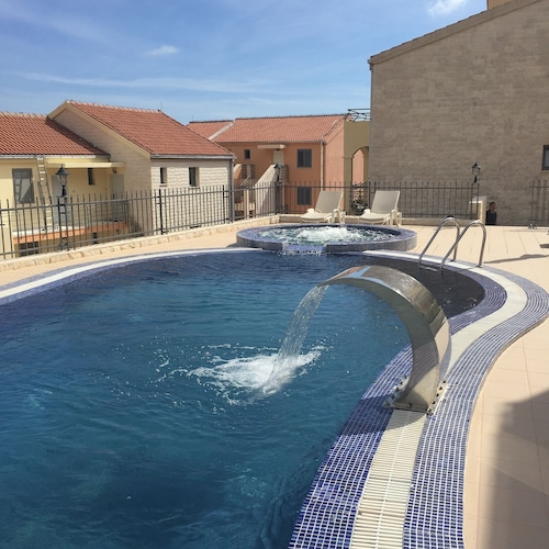 2 Bedroom Apartment With Swimming Pool