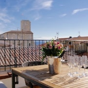 Newly Renovated Luxury Townhouse in Vieil Antibes With sea View Roof Terrace