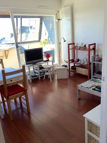 Large Bright Studio 36m2 Located 100 m From the Beach and 300m From Downtown