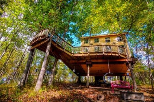Stay in Tree House Built by Treehouse Master Pete Nelson ~ off the Grid