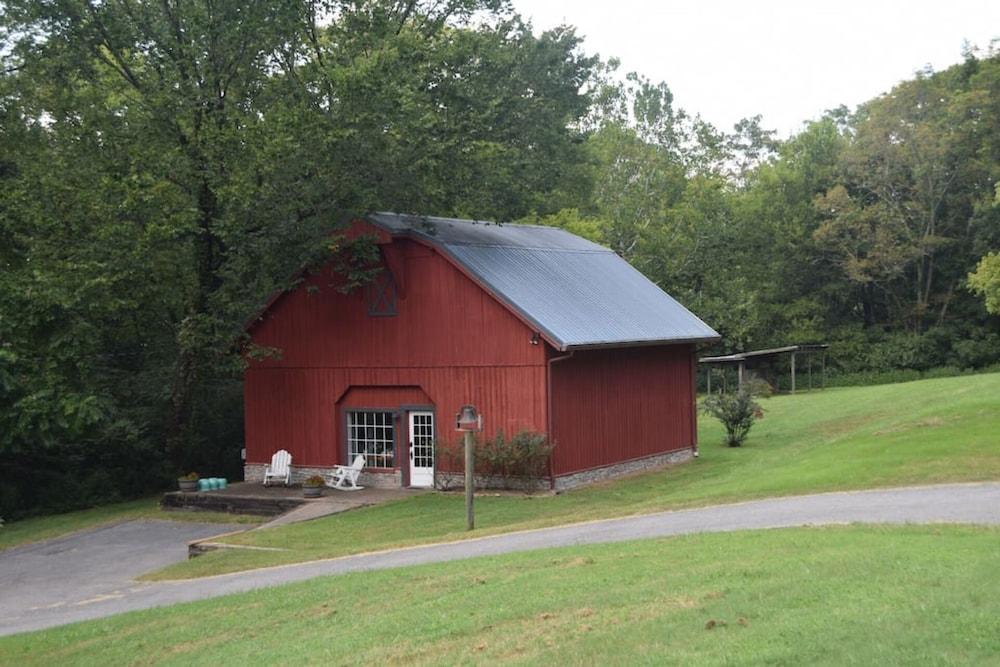 The Barn in Hendersonville in Nashville | Hotel Rates