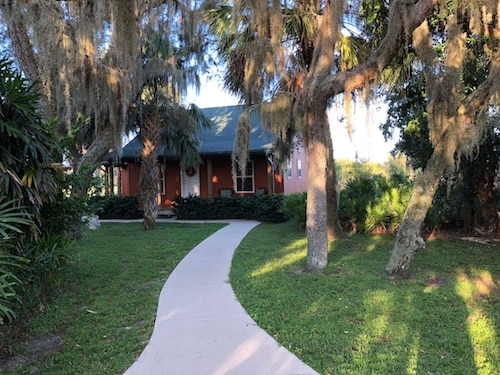 Secluded Cottage Golf Course Community - Indoor Heated Pool & Fitness Center