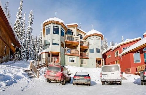 Sleeps 28 - The Highlander Chalet - 2 Units Combined