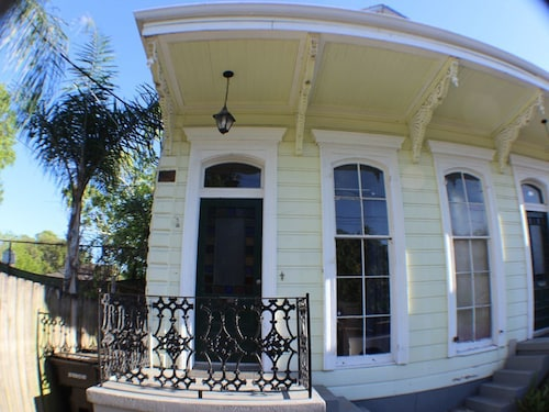 Great Place to stay 1890's Newly Renovated Uptown New Orleans - 3 Blocks To St. Charles Or Magazine near New Orleans