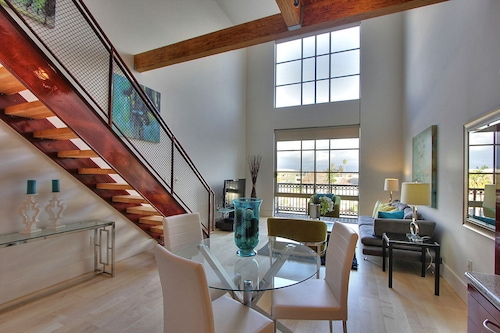 Santana Row Luxury Executive Loft 2br/1,5bath