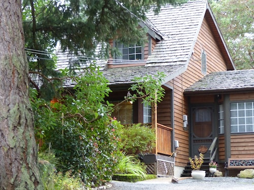 Arbutus Digs - A Quiet Country Suite Close to Ferries and Airport