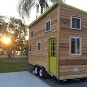 Legoland Disney Lakeside Tiny House w Free Boat Rental Included!