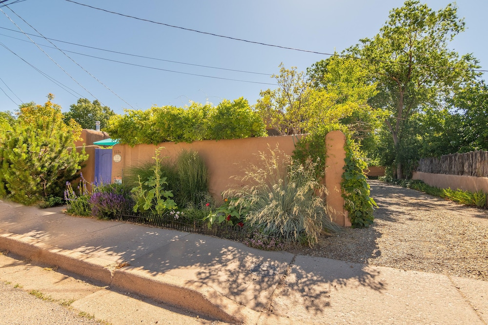 Property Grounds,  WALK TO DOWNTOWN PLAZA, RAILYARD, AND CANYON ROAD.  HISTORIC ADOBE.