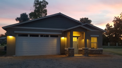 Two Bedroom, Newly Built Guesthouse in Gilbert