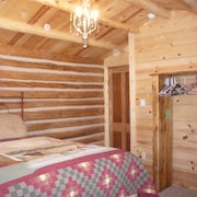 Nauvoo Hideway Cabin- Reconstructed Authentic Pioneer Log Cabin Home - Sleeps 9
