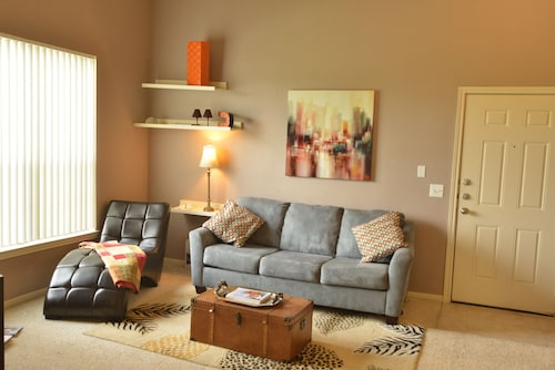 Baton Rouge Condo With Resort Atmosphere With Custom Decor, Sleeps 2