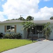 Beautiful Vacation Heated Pool Home, Bradenton, 8 Miles to Anna Maria Beaches