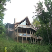 Asheville Area Cedar Chalet in Private, Gated, Mountaintop Community Wolf Laurel