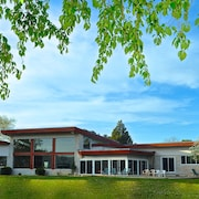 Mid-century Modern Lakefront Estate, Close To Beach & Bay!