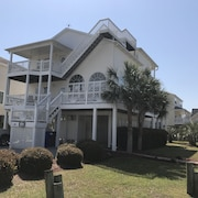 5 Bedroom, 5 Bath Summer Place Home At Ocean Isle Beach With Community Pool