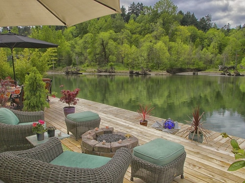 Great Place to stay Houseboat Heaven - Romantic Riverfront Suite in SW Portland near Portland