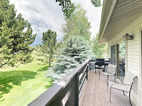 Deck W/ Golf Course View! Near Aspen & Snowmass 3 Bedroom Condo