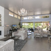 3BR/3.5BA Modern Hollywood Glamour by RedAwning