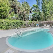 Sleeps 22 in Tarpon Springs - 2 Pools! by RedAwning