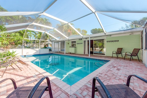 Wilton Manors House by RedAwning