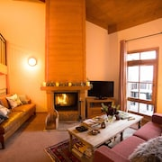 Stunning Triplex Ski-in-ski-out Four Bedroom Chalet Apartment in Les Arc1950
