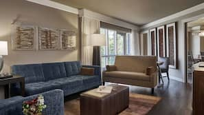 In-room safe, desk, iron/ironing board, WiFi