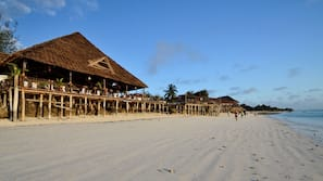 Am Strand, weißer Sandstrand