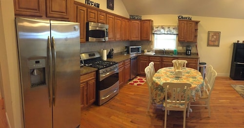 3 Bedroom 2 Bath Apartment With Free Parking Located 15 Minutes Away From NYC