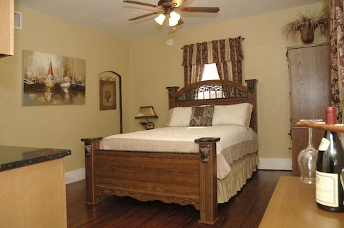 Charming Historic Apartment Located in Downtown Saint Augustine. Park and Walk