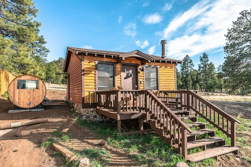 Tiny Mountain View Sauna Cabin on 1.5 Acres in the Coconino National Forest