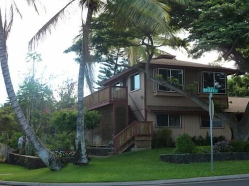 Cozy Maui 'treehouse' With Lovely Views and Amenities