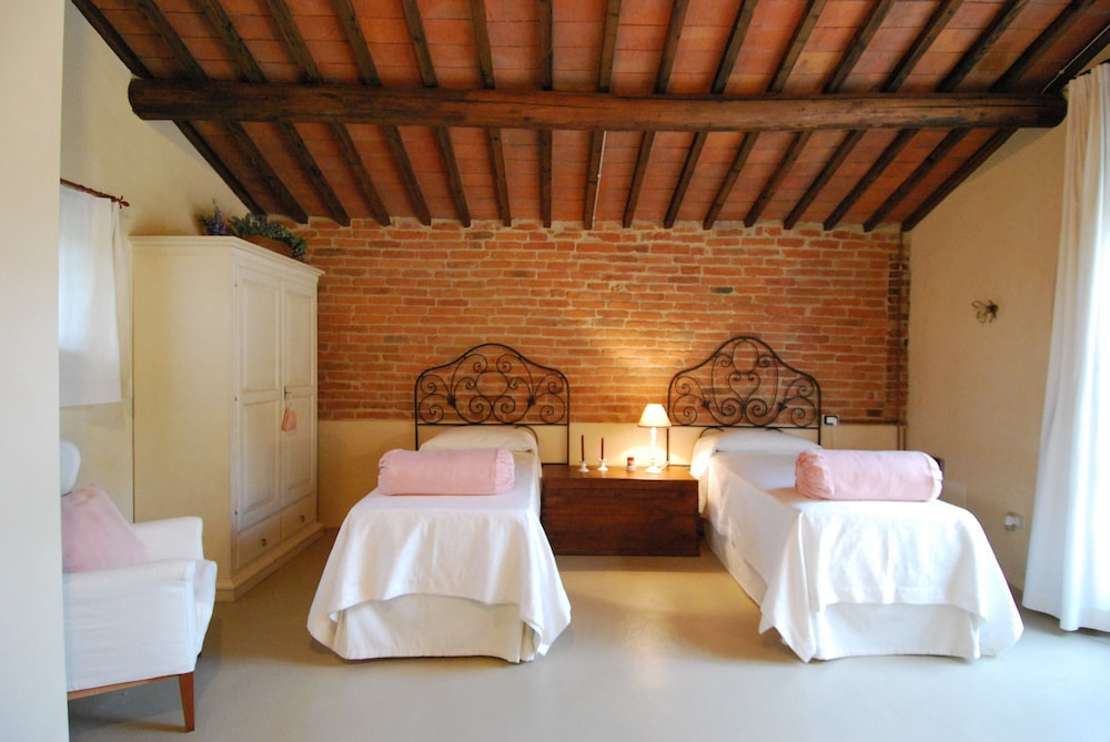 Room, Charming Cottage With Pool, Nestled in the Heart of Val Di Chiana