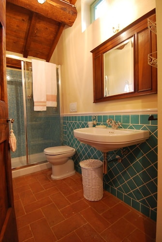 Bathroom, Charming Cottage With Pool, Nestled in the Heart of Val Di Chiana