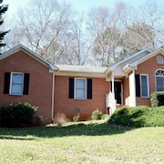 Charming Brick Home Mins From UGA & Dwtn Athens. Sleeps 6 Adults and 2 Children