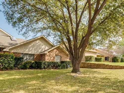 Great Place to stay Centrally Located North Dallas Property near Dallas
