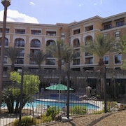 Abundance of Serenity, NO Cleaning OR Resort Fees Lake View Condo ,wifi Hdtv